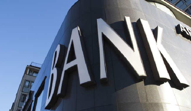 Gigantyczne banki trochę schudły