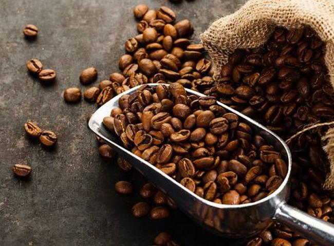 Skąd się biorą wysokie ceny taniej kawy?