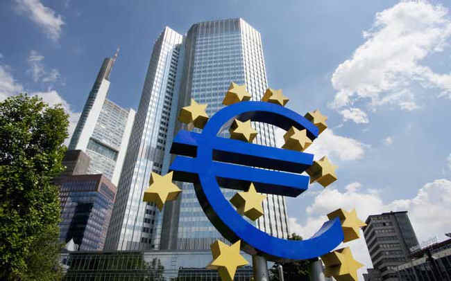Szerszy mandat, ale i ryzyko banku centralnego