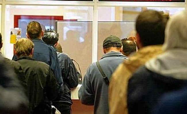 9 bezrobotnych na 1 wakat, a rąk do pracy nadal brakuje.