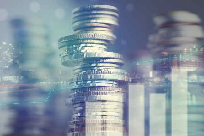Polacy wymieniają coraz więcej walut na wakacje.