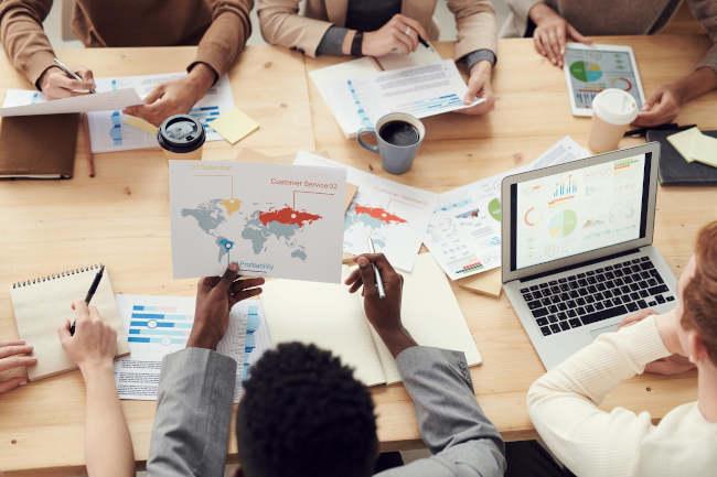 Jak współpraca z Software House pomaga w rozwoju biznesu?